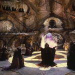 Les Skeksès devant le crystal dans Dark crystal © 2013 THE JIM HENSON COMPANY. ALL RIGHTS RESERVED.