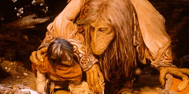 Jen et son maître le Mystique  UrSu dans Dark crystal © 2013 THE JIM HENSON COMPANY. ALL RIGHTS RESERVED.
