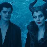 Angelina Jolie est Maléfique , Sam Riley est Diaval dans Maléfique ©2014 Disney